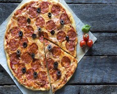 طريقة عمل البيتزا باللانشون